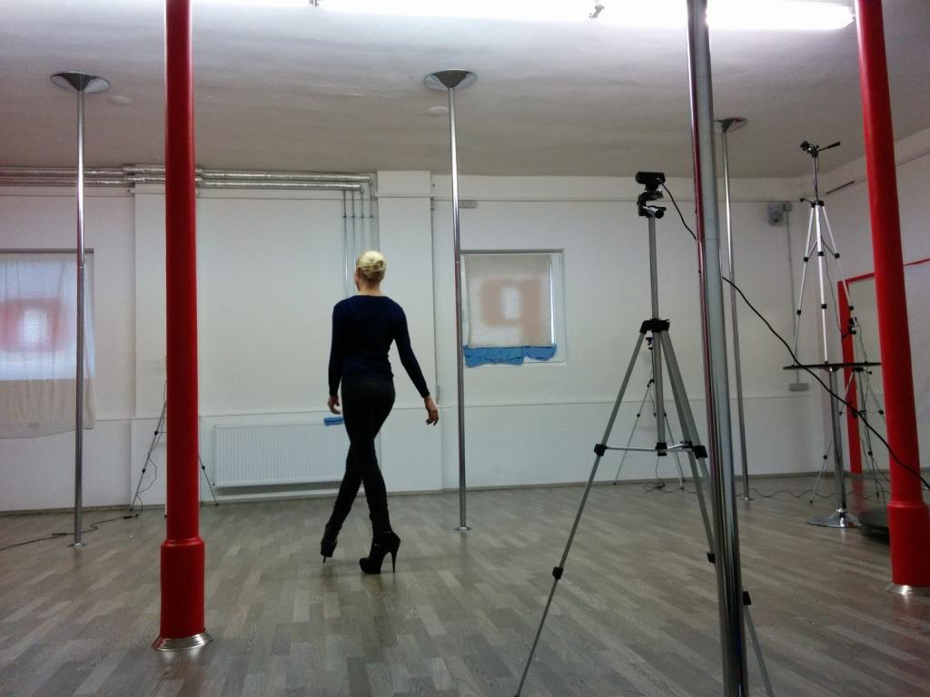 Motion Capturing für einen VR Strip. Mehere Kameras filmen die Szene, um jede Bewegung einzufangen.